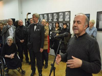 U Umjetničkoj galeriji postavljena izložba fotografija 'Djeca u ratu'