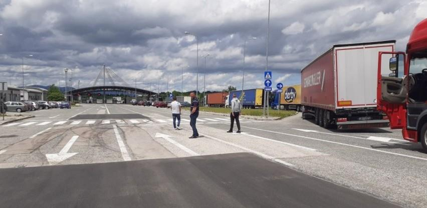 Kilometarska kolona teretnih vozila na Graničnom prijelazu Izačić