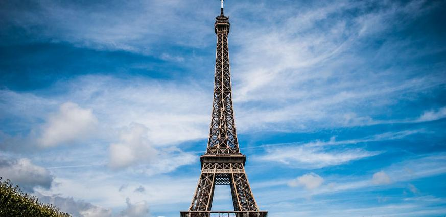 Eiffelov toranj bit će okružen staklom, metalom i betonom