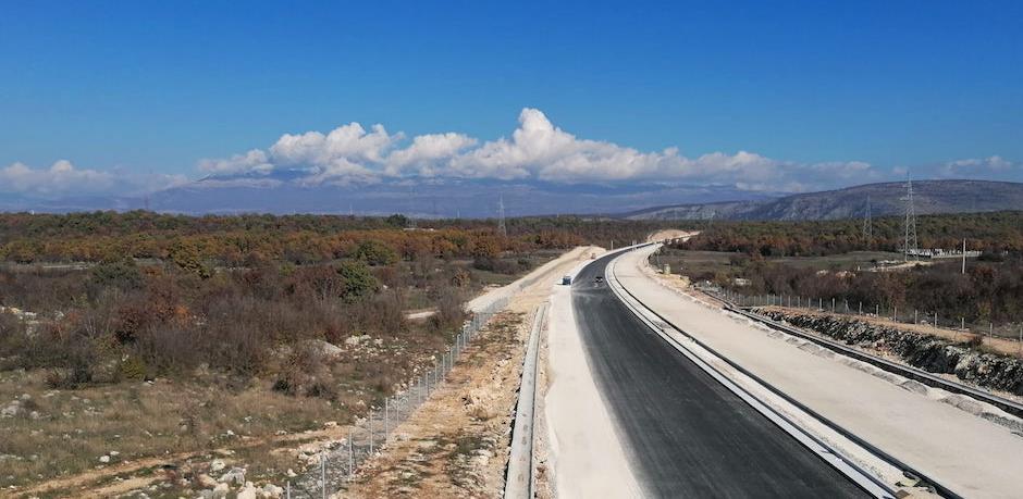 Počelo asfaltiranje na poddionici Buna - Počitelj