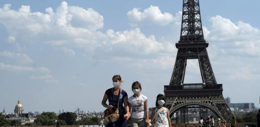 U Parizu od danas obavezno nošenje maski i na otvorenom