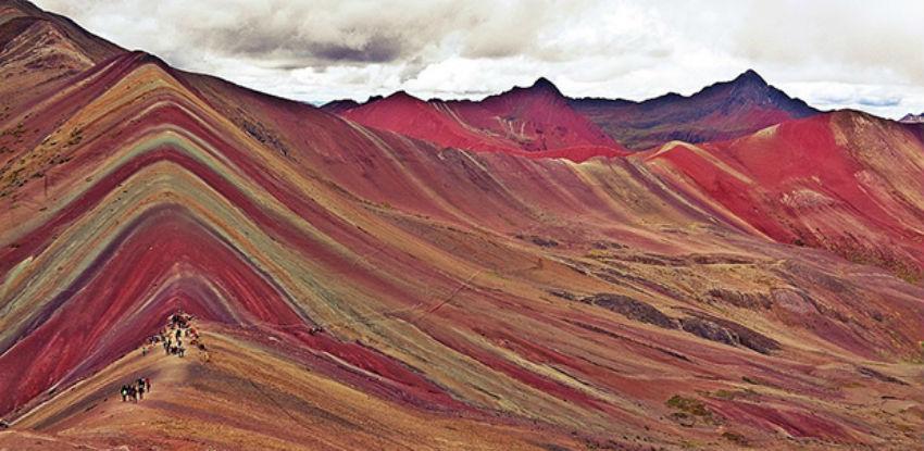 Turizam bi mogao uništiti duginu planinu u Peruu
