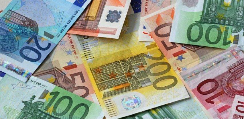 Građani u bankama RS 'drže' više od 3,2 milijarde KM, štednja mahom u devizama