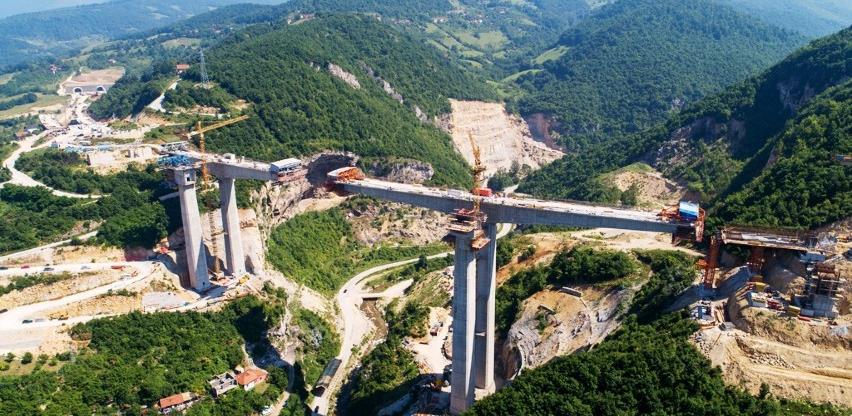 Izgradnja autoputa kroz velike sredine nosi određene probleme