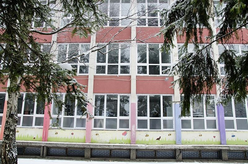 Zamjena dotrajale stolarije u Osnovnoj školi '6. mart' Hadžići