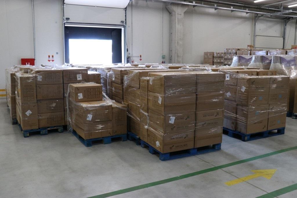 WHO donirao Federaciji BiH 12,6 tona zaštitne medicinske opreme