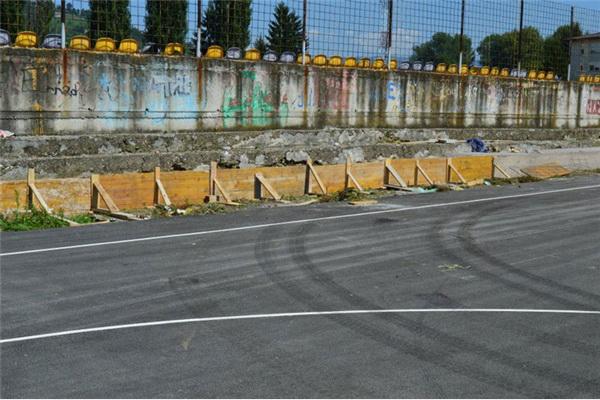 Radovi na rukometnom terenu stadiona Luke u Visokom