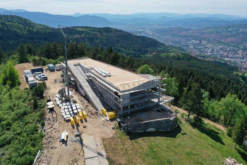 Pogledajte kako napreduju radovi na trebevićkom Vidikovcu (Foto)