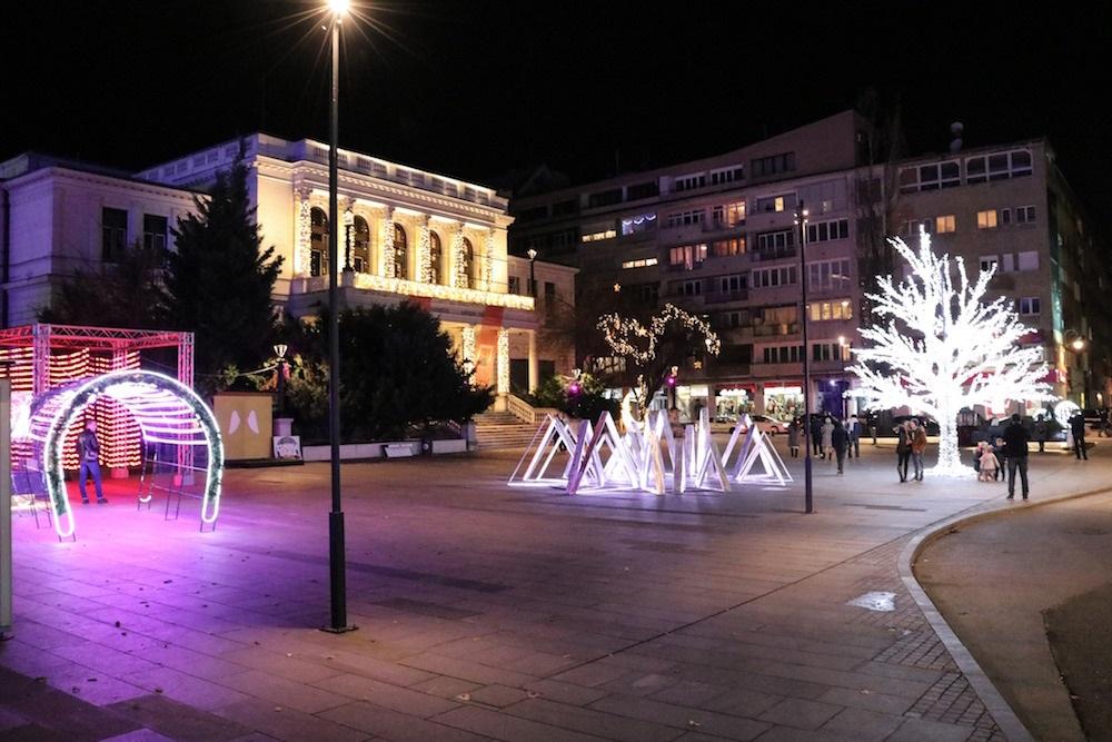Sarajevo konačno ukrašeno raskošnim svjetlosnim dekoracijama