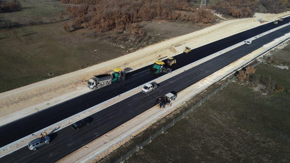 Autocesta Buna-Počitelj dobiva svoj izgled, postavlja se finalni asfalt