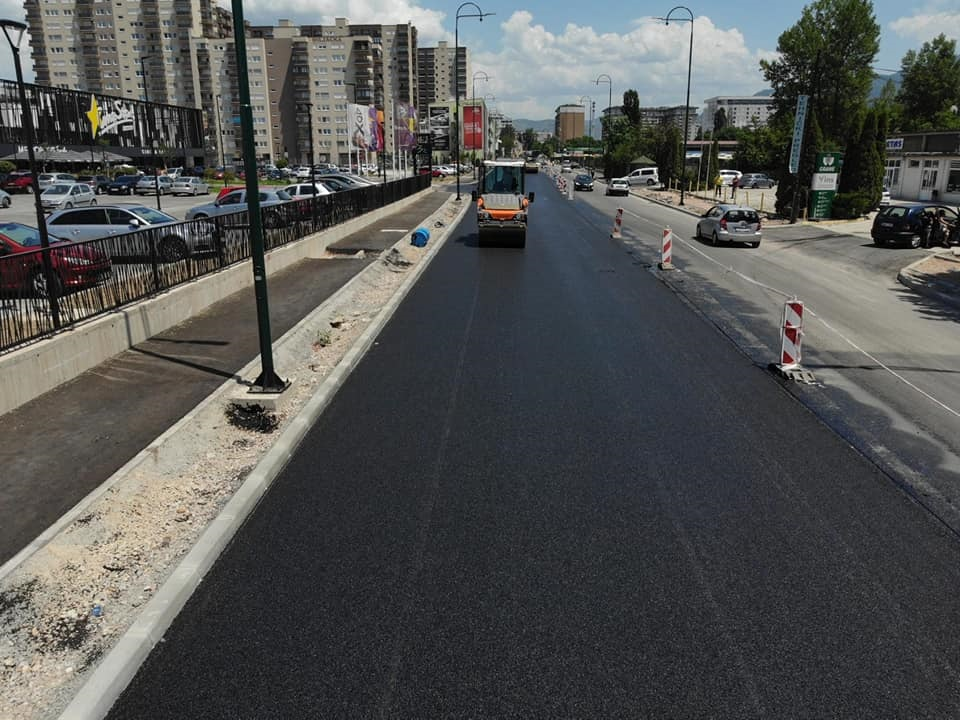 Tokom vikenda postavljen završni sloj asfalta u ulici Džemala Bijedića u Sarajevu