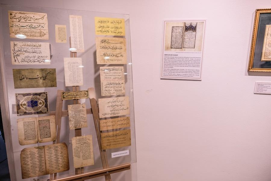 Izložbom 'Zlatni vez' Gazi Husrev-begove biblioteke predstavljeni radovi sedam bh.autora kaligrafije