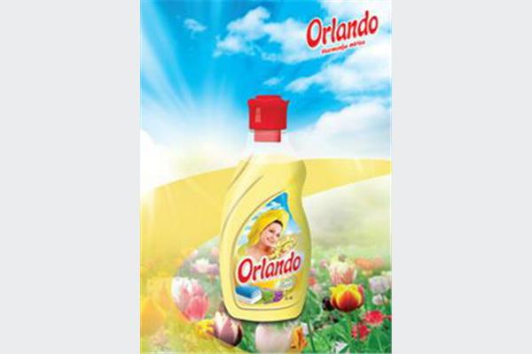 Orlando omekšivač za rublje Lotus Flower, sa osvježavajućim mirisom lotosovog cvijeta, pruža Vašem rublju izuzetnu mekoću i izuzetno prijatan osjećaj prilikom korištenja. Savršen spoj komponenata i mirisa Orlando omekšivača čine Vaše rublje lakim za peglanje i ostavljaju dugotrajan miris na opranom rublju.