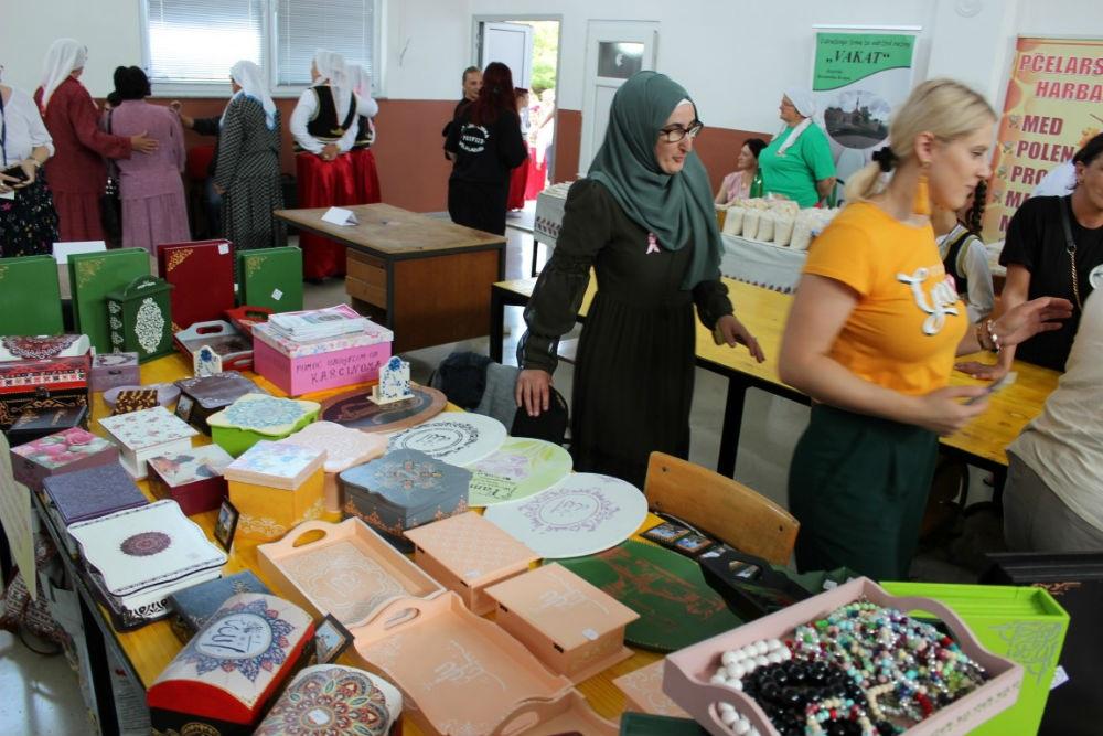 U Jezerskom održan drugi Sajam domaćih proizvoda i starih rukotvorina