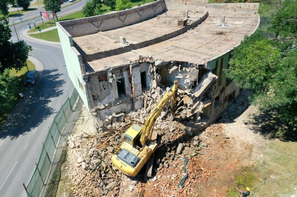Počelo rušenje stare zgrade Muzičke škole u Tuzli