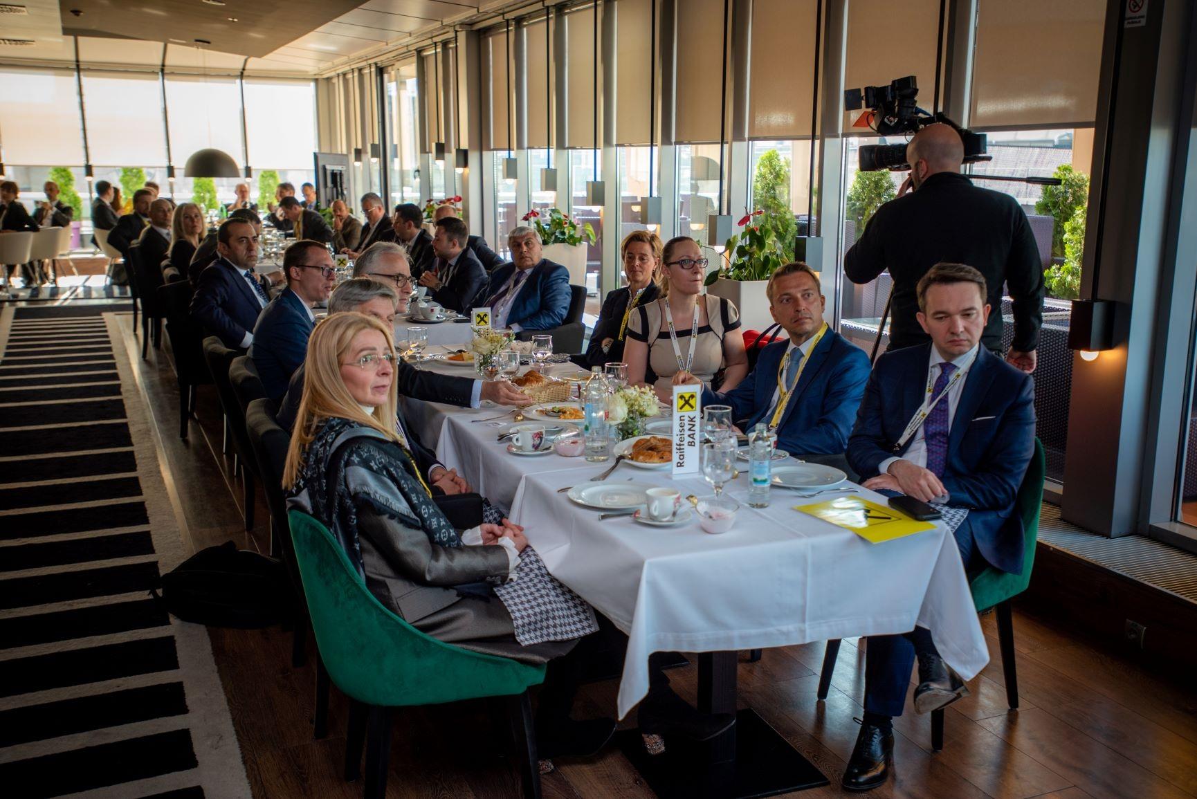 Raiffeisen poslovni doručak sa internacionalnim i lokalnim klijentima