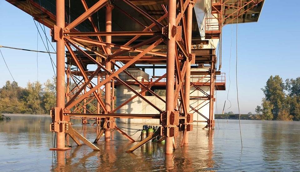Napreduju radovi na mostu kod Gradiške, angažirani i ronioci (Foto)