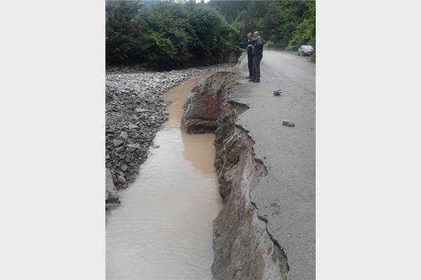 Kakanj: Radovi na izgradnji potpornog zida na putu u Dubovom Brdu