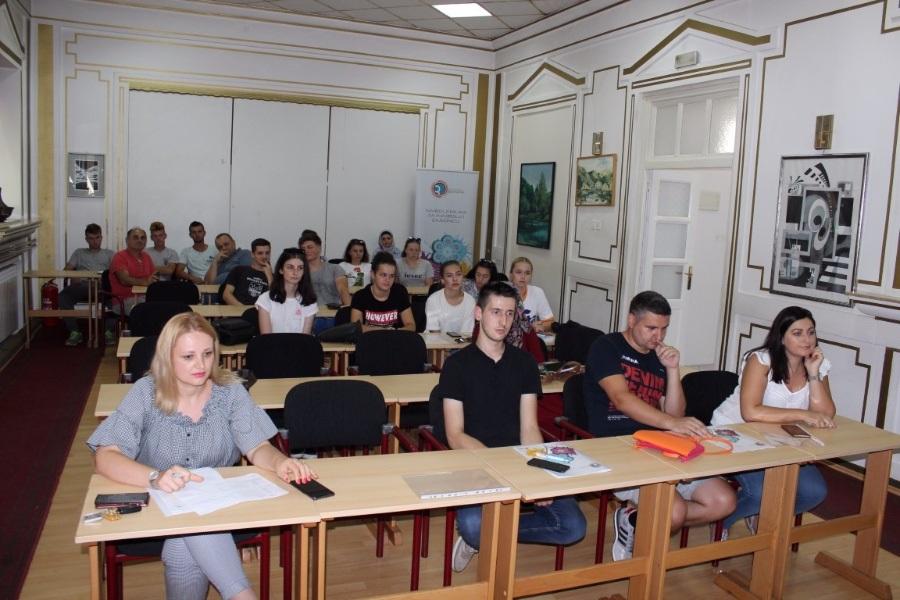 Bosanska Krupa: Finansirano osam neformalnih grupa mladih i dva mikrobiznisa