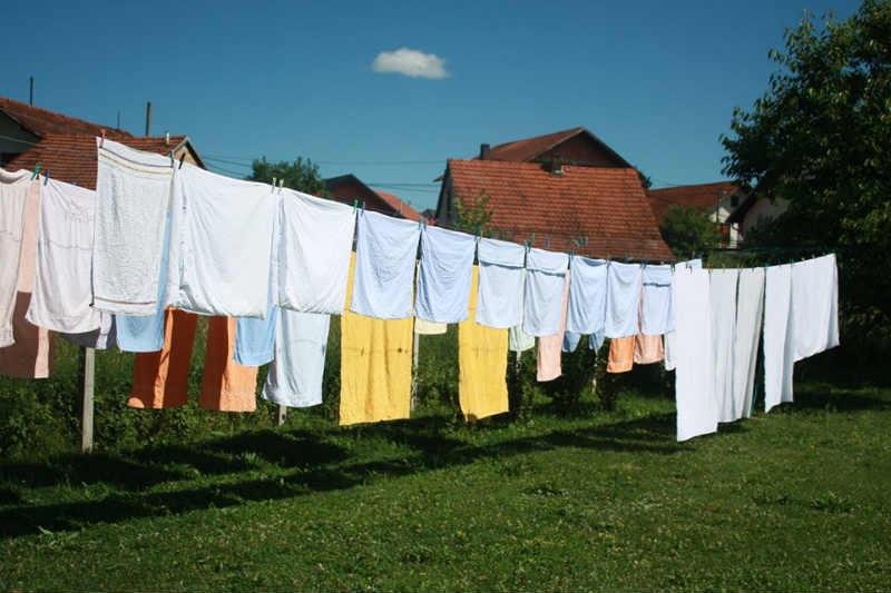 Centar Fenix starijim licima pruža usluge pranja i sušenja veša