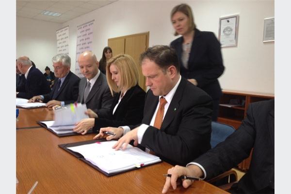 Potpisan ugovor o kreditiranju između EFT Rudnika i TE Stanari i Sberbank
