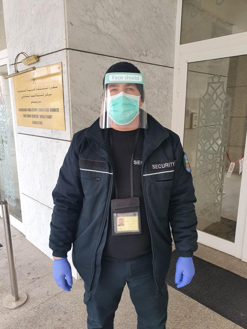 U borbi protiv koronavirusa: Firma Alibeg počela proizvodnju zaštitnih vizira