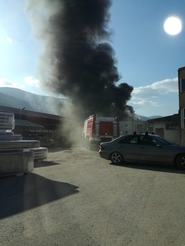 U krugu nekadašnje fabrike FAMOS u Hrasnici izbio veliki požar