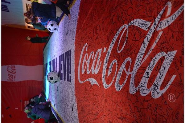 Više od 20.000 ljudi vidjelo trofej Svjetskog nogometnog prvenstva