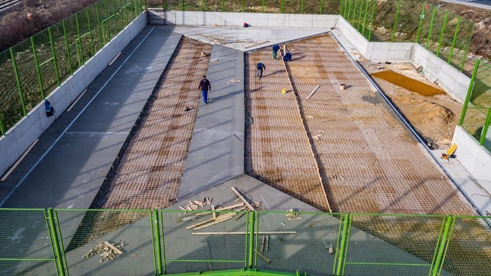 U toku betoniranje sportske plohe na igralištu u Boljakovom Potoku