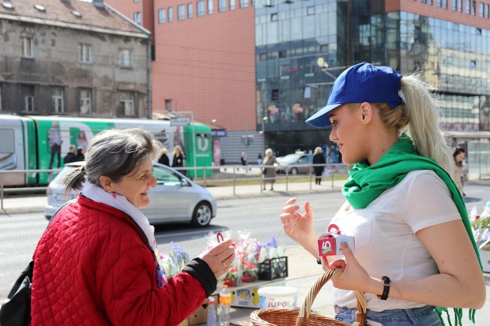 Specijalno upakovanim kolačićima Hoše komerc čestitao ženama 8. mart