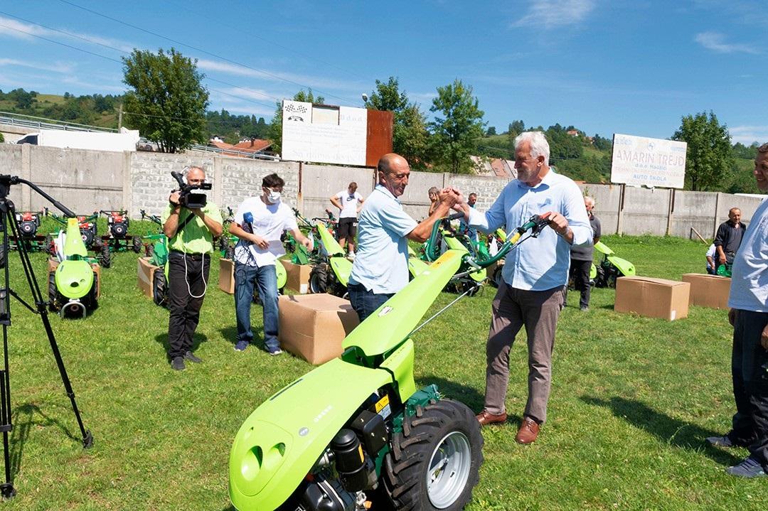 Općina Hadžići dodijelila poljoprivrednicima mehanizaciju vrijednu 177.000 KM