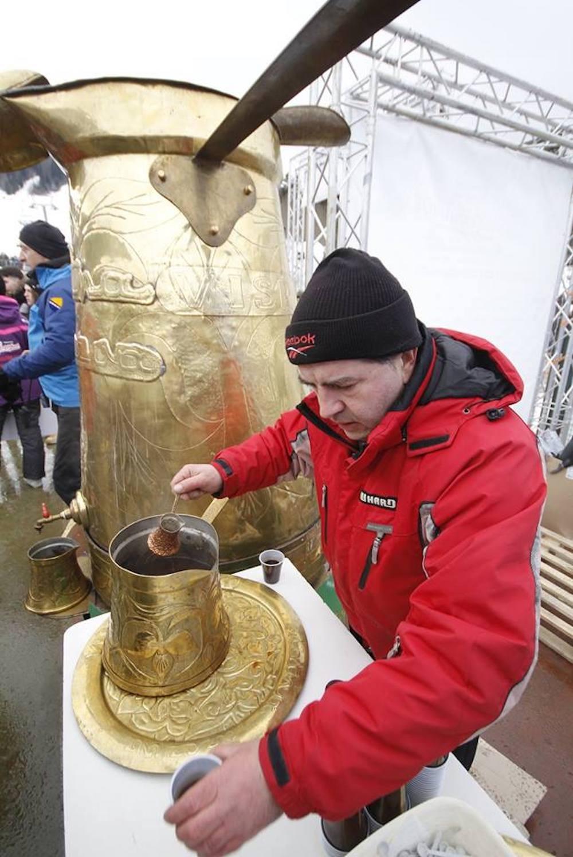 Na Bjelašnici otvorena manifestacija 'Telemach Winterhana market&fun zone'