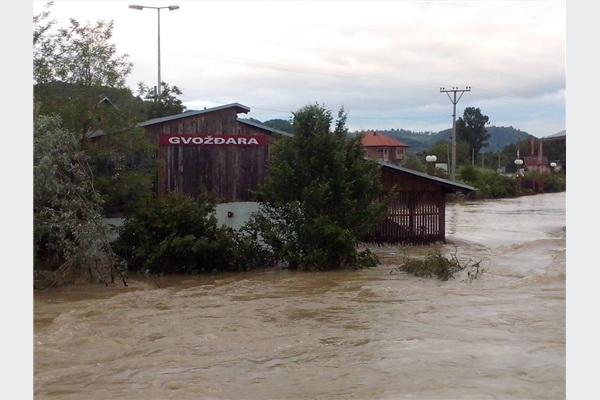 Višemilionske štete u poplavljenoj industrijskoj zoni u Gračanici