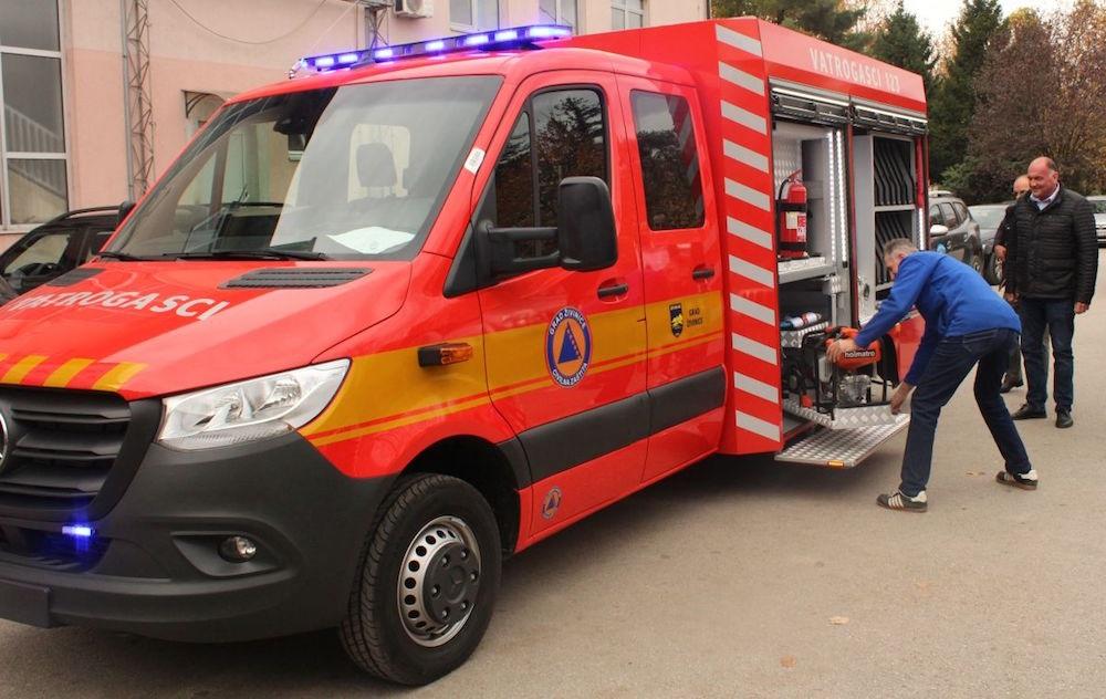 Prvo vatrogasno vozilo iz firme Su-ad predato Gradu Živinice