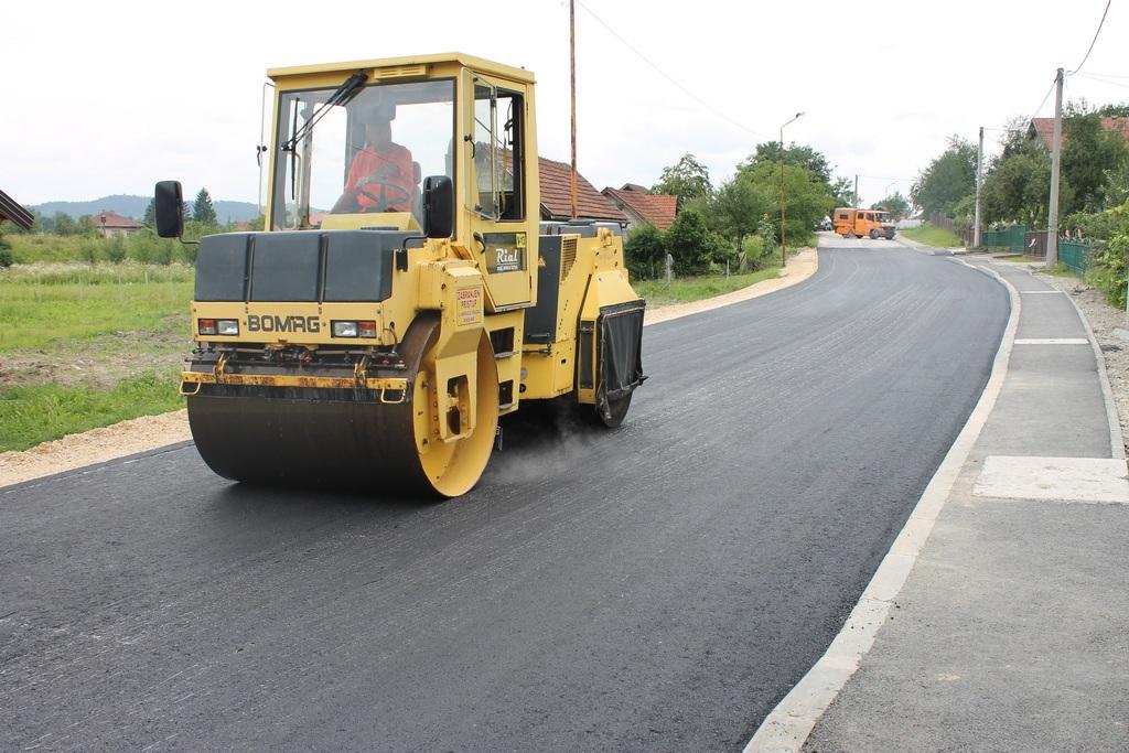 Rial-Šped izvodi radovi na asfaltiranju puta u Bistarcu Donjem