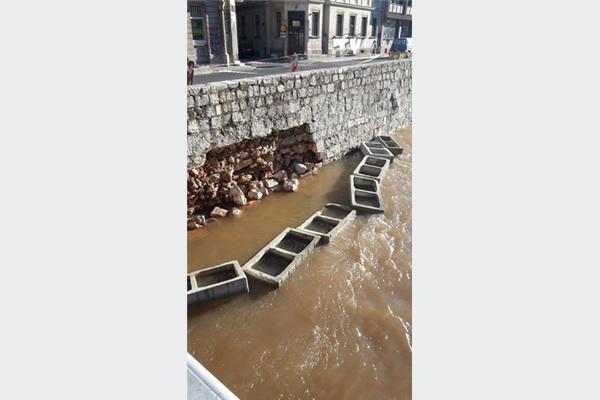 Počela sanacija oštećenog zida kod mosta Ćumurija