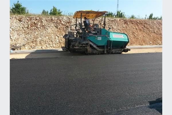 Postavljen prvi sloj asfalta na dionici Zvirovići - Kravice