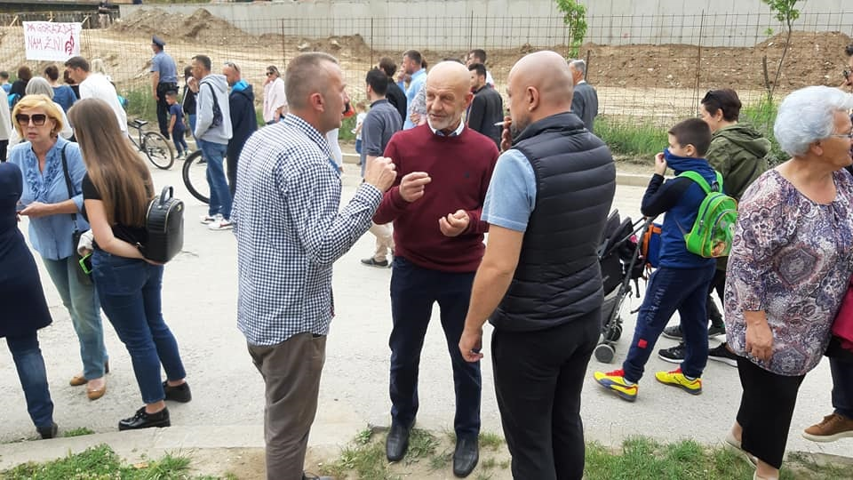 """Građani Goražda formiranjem živog zida rekli """"NE"""" betonskom zidu na obali Drine"""