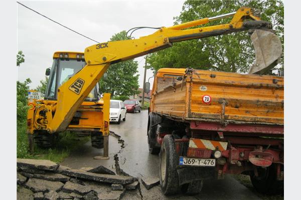 Bosanska Krupa: Počela sanacija puta na Crkvini oštećenog zbog klizišta