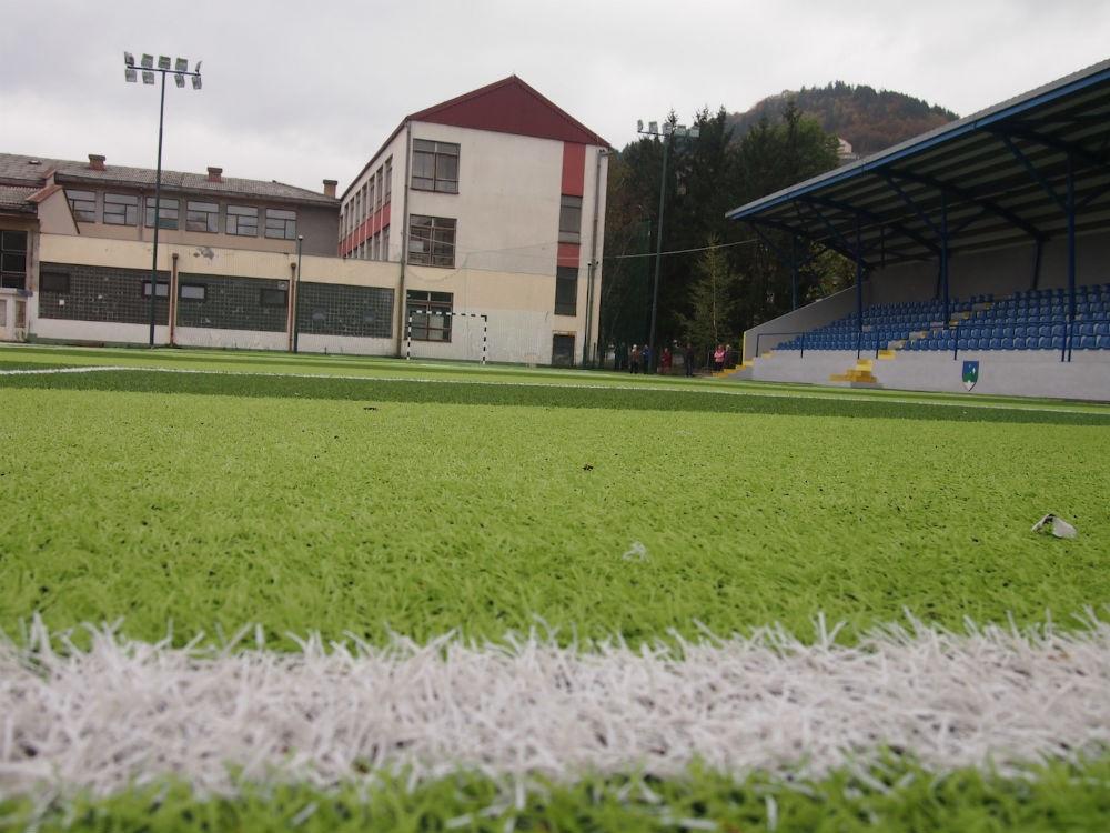 Općina Hadžići i Hoše komerc obnovili teren na stadionu OŠ '6. mart'