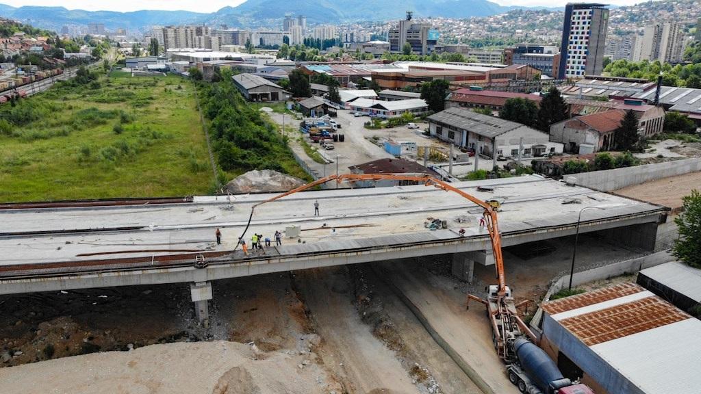 Počelo betoniranje pješačkih staza na mostu IX transverzale