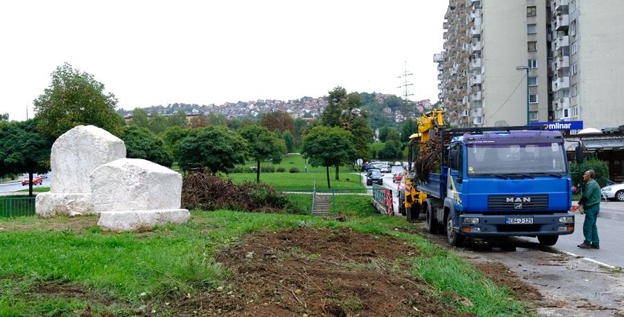 Arheološki park sa srednjovjekovnim stećcima u blizini zgrade Općine Novi Grad