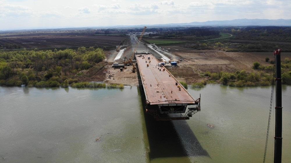 Fotografije s gradilišta: Spajanje mosta Gradiška preko Save u završnoj fazi