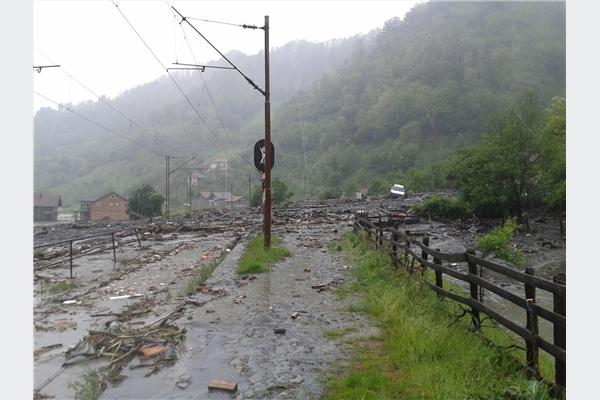 Vodene bujice odnijele dijelove pruge