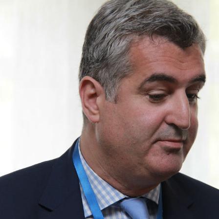 Univerzitetski klinički centar Sarajevo (UNSA) saopćio je da je prof. dr. Mirsad Kacila danas podnio zahtjev za prekid Ugovora o radu s UKCS-om.