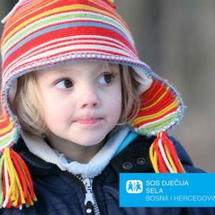 Kumstvom SOS porodica pomažete pokrivanje životnih troškova 26 SOS porodica sa 272 djevojčice i dječaka.