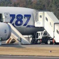 Reputacija kompanije snažno je uzdrmana jer su dva najveća japanska avioprevoznika iz sigurnosnih razloga prizemljila cijelu flotu Boeingovih letjelica tipa 787 Drealiner