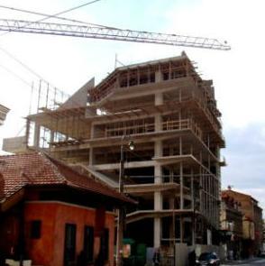 Nova zgrada Akademije scenskih umjetnosti (ASU) u Sarajevu mi je noćna mora, kaže Žalica. Sudskim rješenjima papiri završeni prije dvije godine, ali još nisu potpisani.