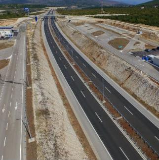 Peticije su blokirale aktivnosti na autoputevima i u nekim drugim mjestima poput Žepča i Zenice.
