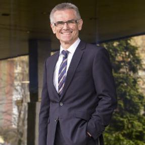Kompanija HETA raspolaže sa najvećim portfeljem nenaplativih dugovanja, kao i najvećim portfeljem nekretnina u BiH, kaže u intervjuu za ekapija.ba Manfred Gram, direktor ove kompanije.